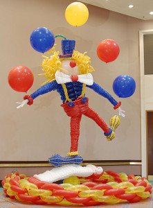 24-Epic-Balloon-Sculptures-To-Really-Get-The-Party-Poppin03919
